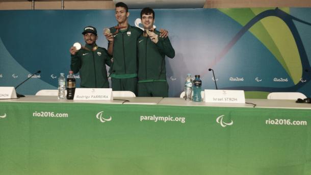 Atletas posaram com suas respectivas medalhas nesta segunda | Foto: Pedro Henrique Guimarães/VAVEL Brasil