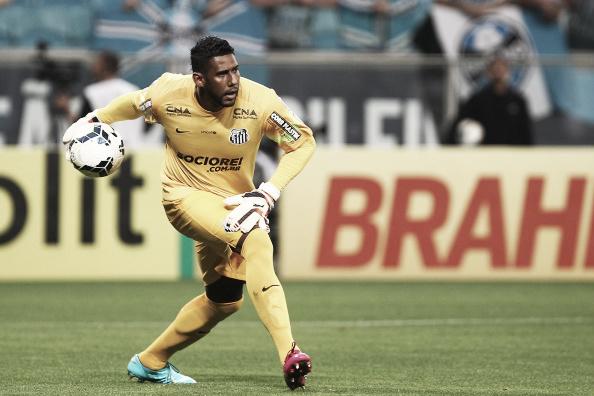 Goleiro Aranha foi vítima de injúrias raciais vindas de torcedores do Grêmio em 2014 (Foto: Lucas Uebel/Getty Images)