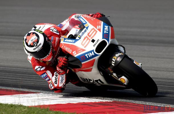 Lorenzo in sella alla sua Ducati | Photo: motoblog.it