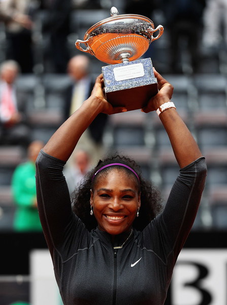 Serena Williams hoisting the trophy above her head after her victory over Madison Keys (Photo by Matthew Lewis/Getty Images)