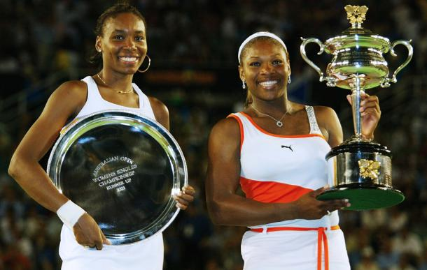 The Williams sisters posing with their respective trophies following the conclusion of their first Australian Open final meeting in 2003 (Source : Getty Images)