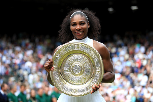 Williams posing with her most recent Grand Slam triumph at Wimbledon in 2016 (Source : Pool / Getty Images)
