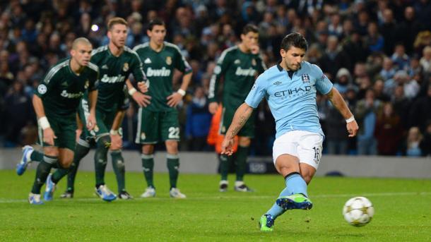 Il penalty di Aguero nel match di tre stagioni fa. Fonte: AFP.