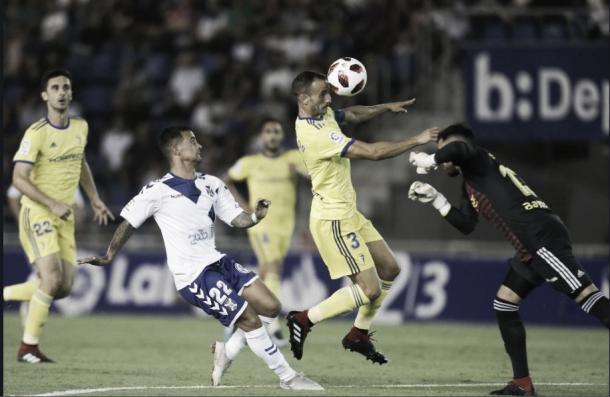 La desafortunada acción donde se lesionó Servando | Foto: Cádiz CF