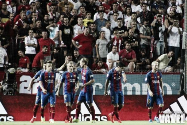 Il Barça in fesa a Siviglia. Fonte foto: Vavel.com