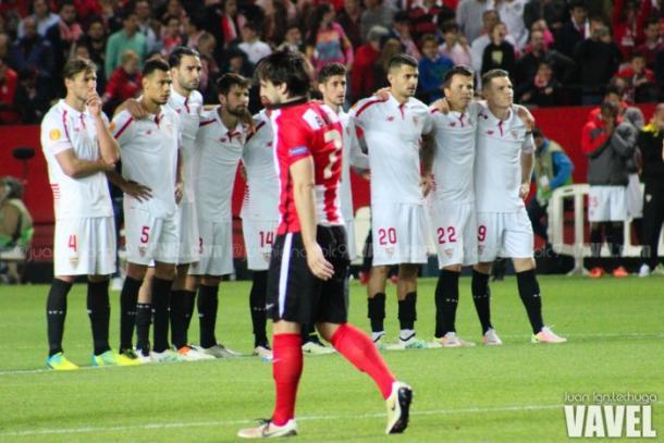 Beñat se lamenta tras fallar su penalti ante el Sevilla / Foto:Juan Ignacio Lechuga - VAVEL
