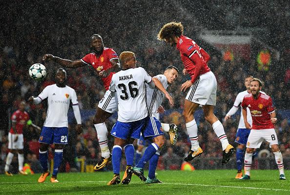Substituindo Pogba, Fellaini abriu o placar em sua especialidade | Foto: Shaun Boterill/Getty