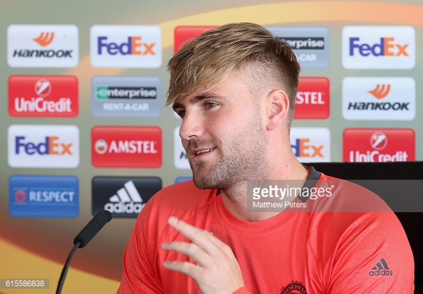 Luke Shaw will start the match against Fenerbahce | Photo: Matthew Peters/ Man United via Getty)
