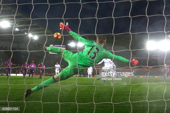 Gylfi Sigurdsson scored a penalty in Swansea's last win v Sunderland | Photo: Getty Images/Michael Steele