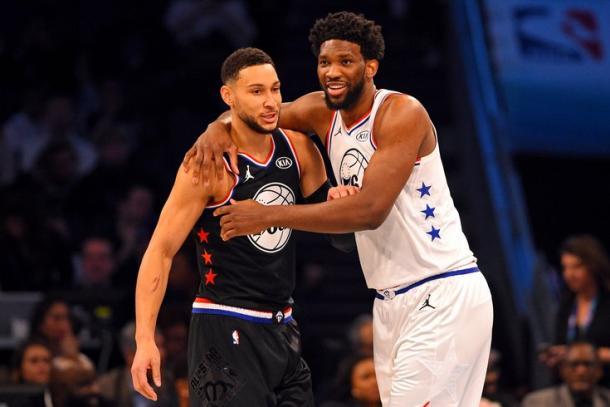 Ben Simmons y Joel Embiid en el juego de las estrellas. Foto: NBA.com