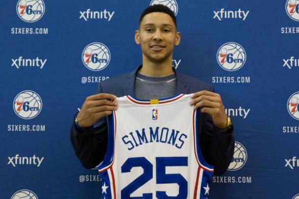 La presentación del más buscado en el draft, Ben Simmons. / Foto: AP.