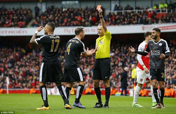 Atkinson sends Simpson off (photo: Reuters)