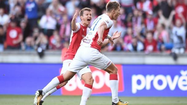 L'esultanza di Skoda dopo il penalty realizzato - Foto Champions League