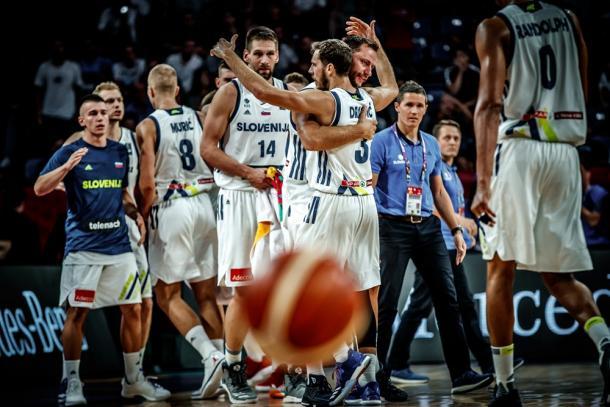 La festa slovena dopo la vittoria sulla Lituania - Foto FIBA