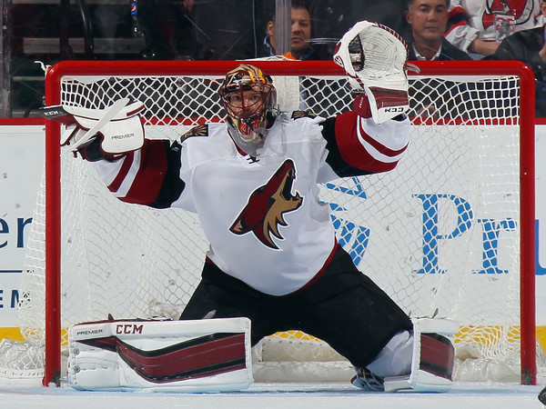 Mike Smith was outstanding in the net to help defeat the Oilers. Source: Bruce Bennett/Getty Images North America)