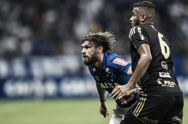 Um dos destaques do jogo, Sóbis comemorou o objetivo alcançado (Foto: Yuri Edmundo / Light Press / Cruzeiro)