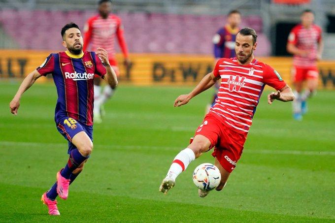 Jordi Alba y Soldado en un lance del partido | Foto: Granada CF
