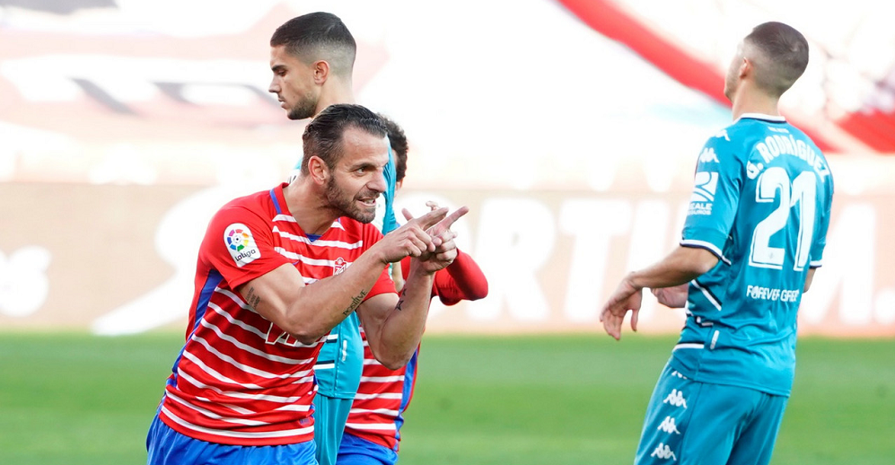Soldado celebra su segundo gol. Foto: Pepe Villoslada/GCF