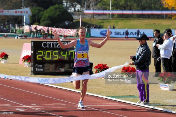 Sondre Moen cruza la meta en el tradicional y prestigioso maratón de Fukuoka