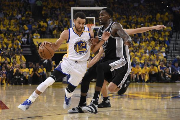Curry and the Warriors carried their momentum from the second half of Game 1 over to Game 2/Photo: USA Today via Reuters