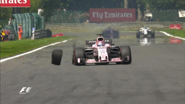 Perez perde la ruota a seguito dello scontro con Ocon   twitter - formula1