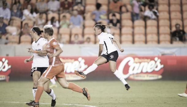 Mallory Pugh taking a shot versus the Houston Dash at BBVA Compass Stadium in Houston, TX on May 27, 2018 | Photo: Washington Spirit