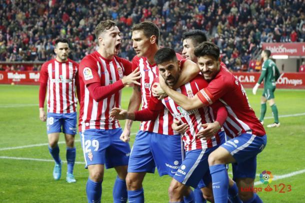 Caras alegres tras el tanto de Carmona | Imagen: LaLiga