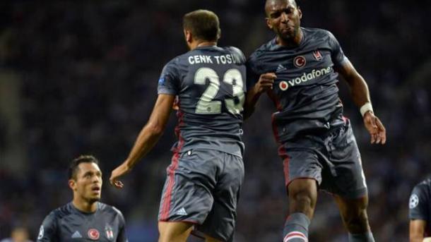 Babel e Tosun esultano assieme dopo il gol dell'olandese | sportmy.net.com