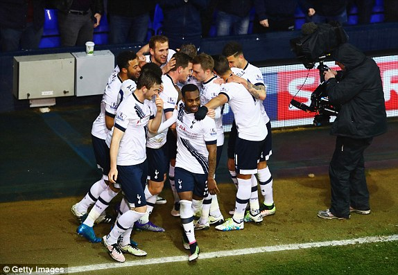 Spurs players celebrate the goal (photo: Getty Images)