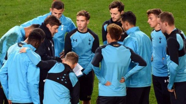 Pochettino instructs his Spurs players at an open training session on Monday (photo: THFC.com)