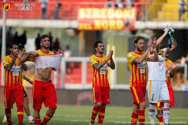 Los jugadores del Benevento celebrando una victoria Foto: Benevento Calcio
