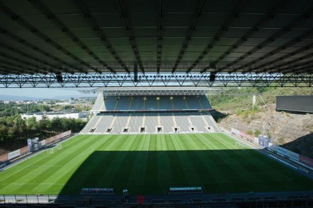 O Axa é o palco do jogo desta noite (Foto: Stadium Guide)
