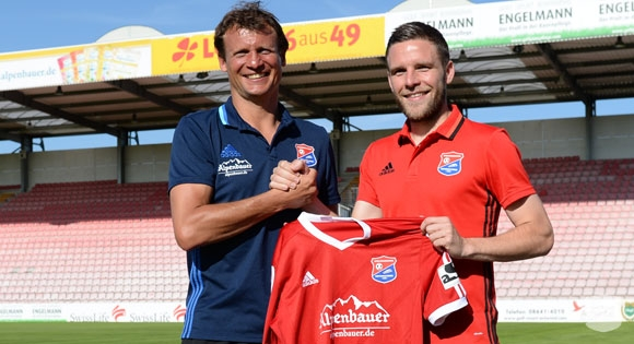 All smiles in Unterhaching, as Stahl makes the switch from the 2. Bundesliga to Regionalliga Bayern. | Credit: SpVgg Unterhaching