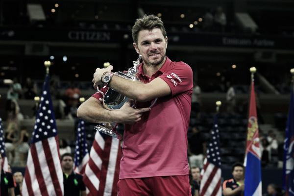 Wawrinka posa con su trofeo del US Open. Foto: zimbio.com