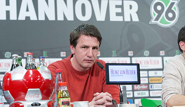 Stendel, pictured in a press conference, will coach the team until May (photo: Bundesliga)