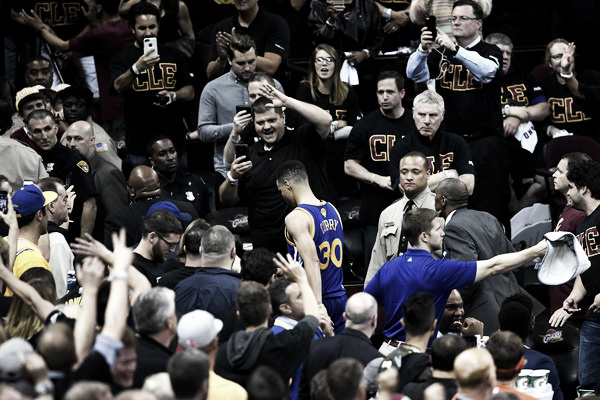 Stephen Curry heading to the locker room. Photo: Getty Images/Jason Miller