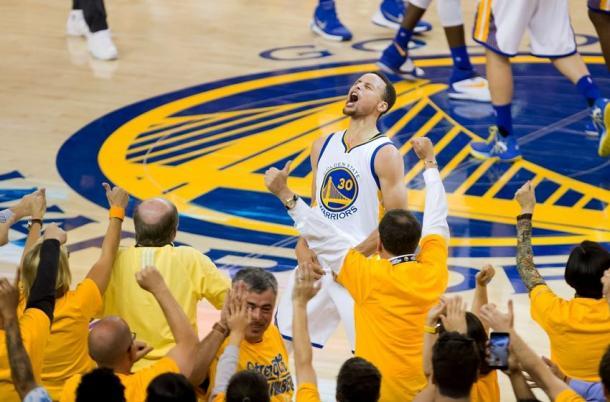 Stephen Curry comemorando a vitória contra o OKC (Foto: Divulgação/NBA)