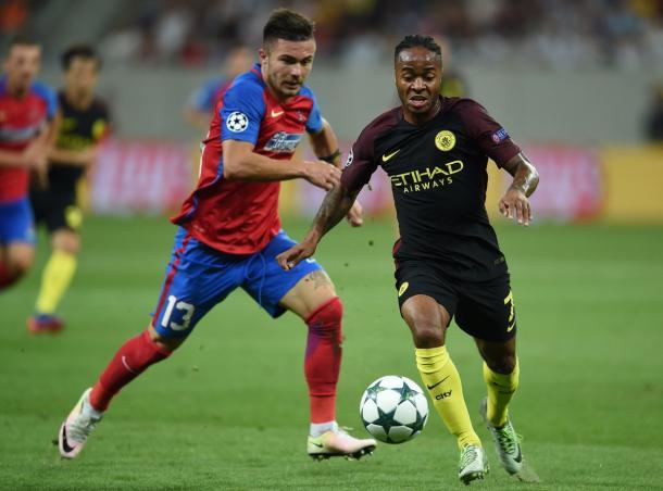 Sterling deu duas assistências no primeiro tempo (Foto: Divulgação/Uefa)