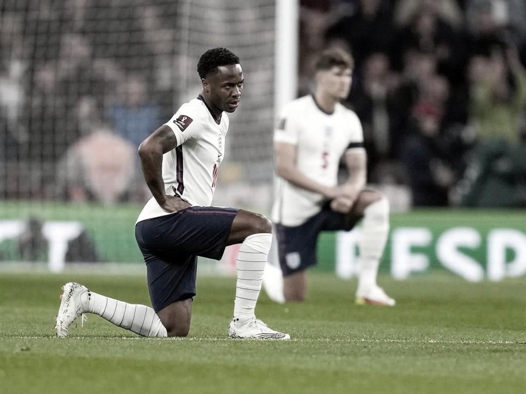 La protesta de los ingleses contra el racismo | Foto: UEFA