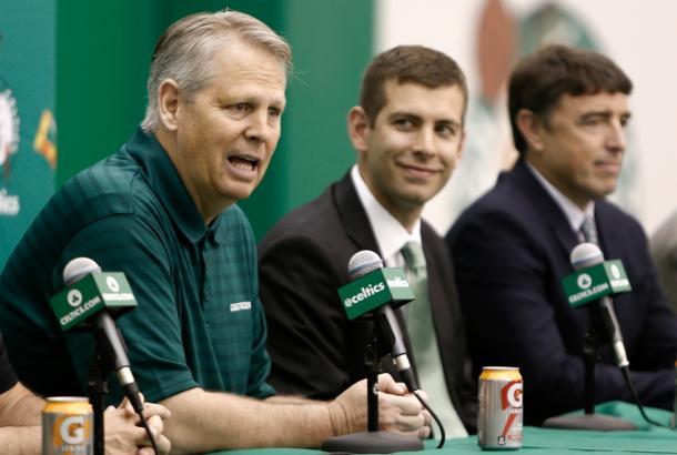 Danny Ainge, in primo piano, e Brad Stevens, in secondo - Foto NBA.com