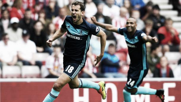 Cristhian Stuani scores his first of two goals on his Premier League debut against Sunderland | Photo: Getty