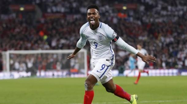 Sturridge celebra il gol contro la Scozia | Vavel.com
