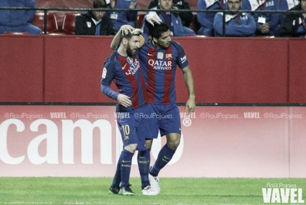 Messi y Suárez celebran un gol en el Sánchez Pizjuán/ Foto: Vavel