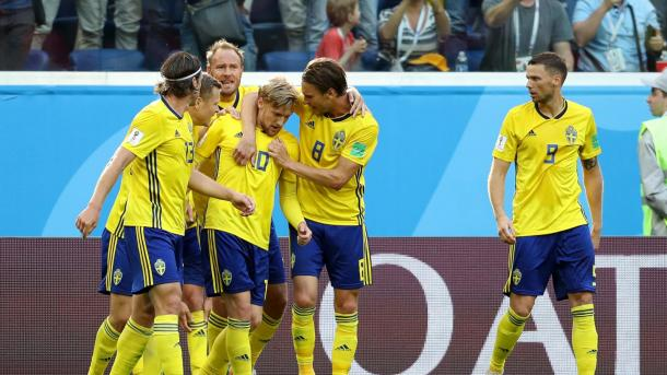 Forsberg comemora gol da vitória com seus companheiros. Foto: FIFA/Getty Images