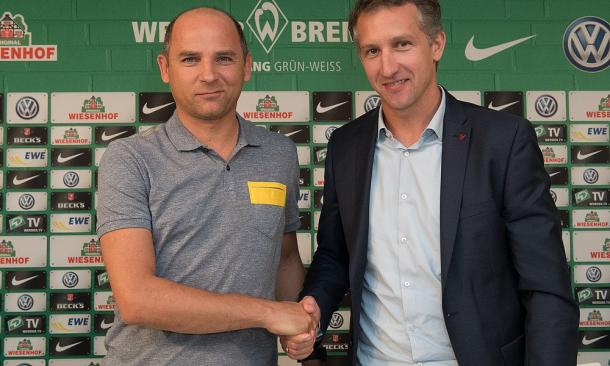 Viktor Skripnik and Frank Baumann. | Photo: Werder Bremen/Nordphoto