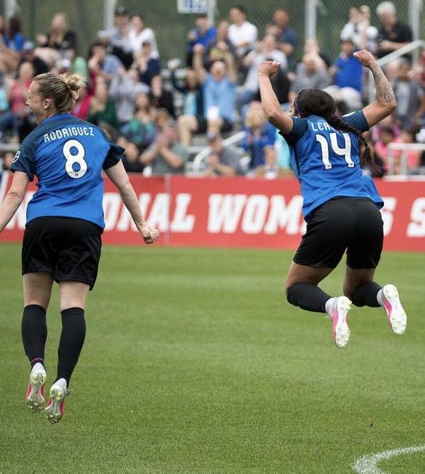 Leroux celebrating her first goal in over 600 days with teammate Amy Rodriguez l Source: @SydneyLeroux on Twitter