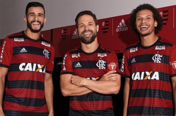 Flamengo lança nova camisa para disputar Libertadores e Brasileiro