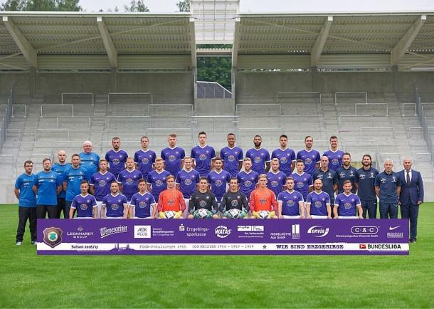 The traditional team photo in front of the new West Stand | Photo: FC Erzgebirge Aue