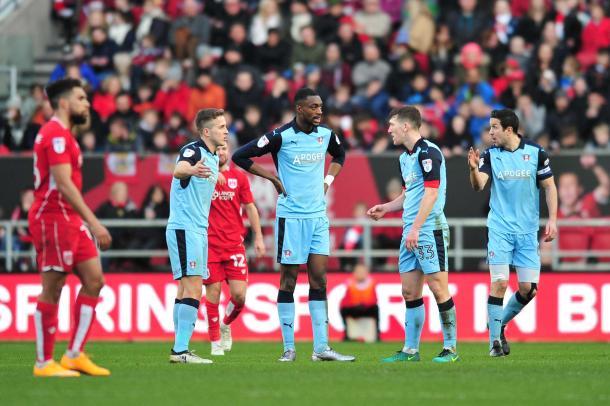 Los jugadores del Rotherham se lamentan tras una derrota esta temporada. Foto: Rotherham