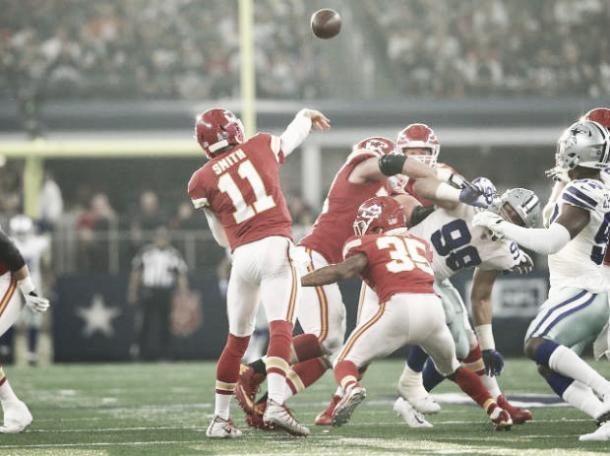 Alex Smith se cuestiona su continuidad en Kansas City | Foto: Chiefs.com